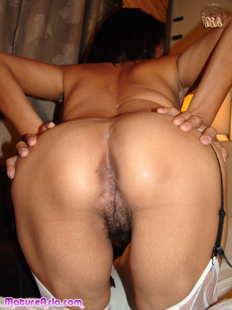 amateur asian wife ass spread