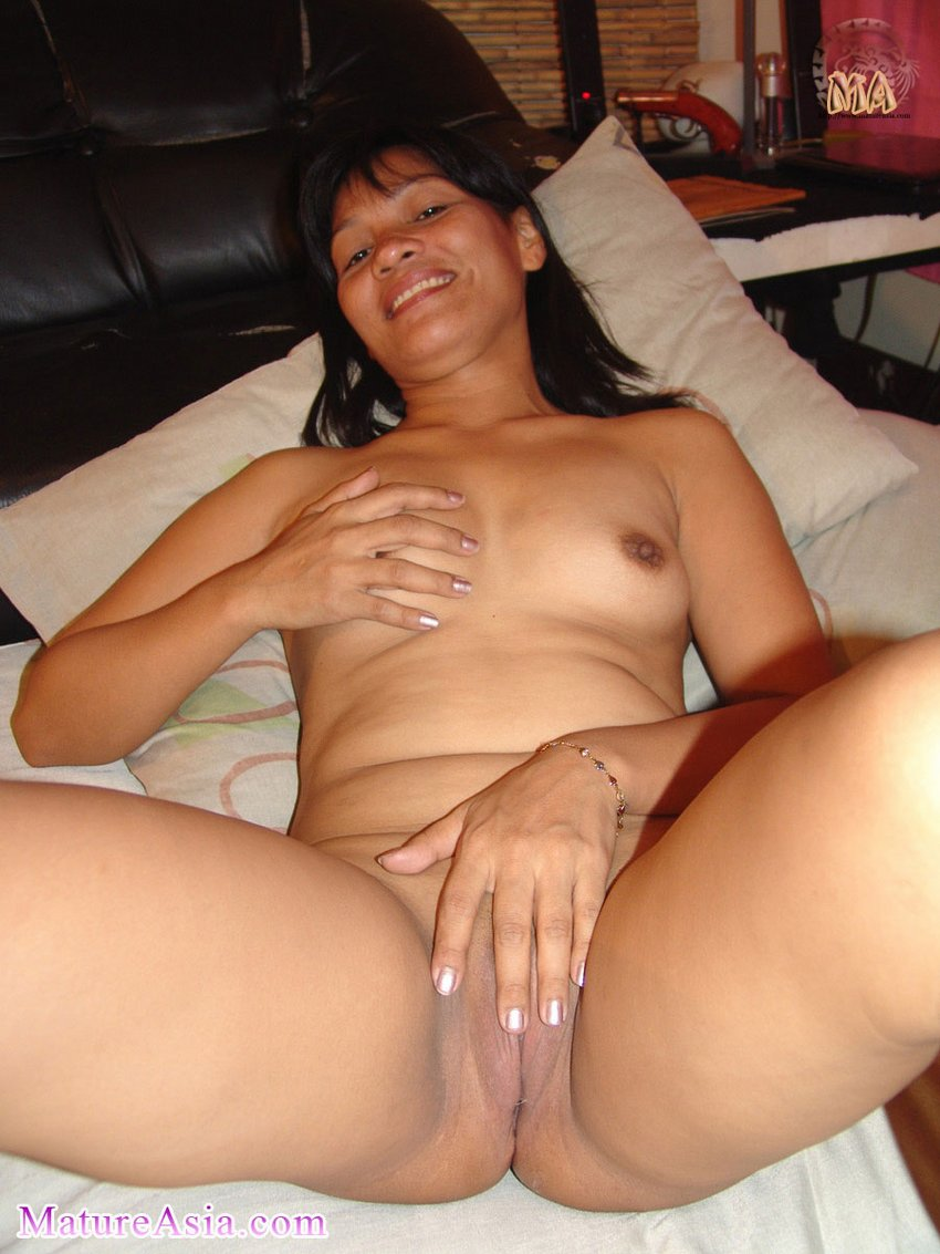 Younger lover fucking this horny cheating milf on cam3 4
