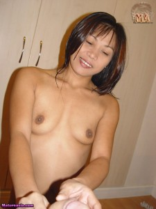 amateur-asian-mom-play