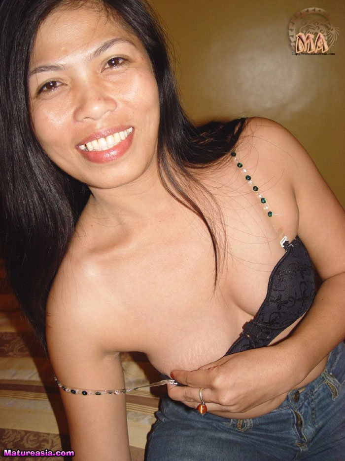 Mature filipino manipulates pussy - 3 part 7