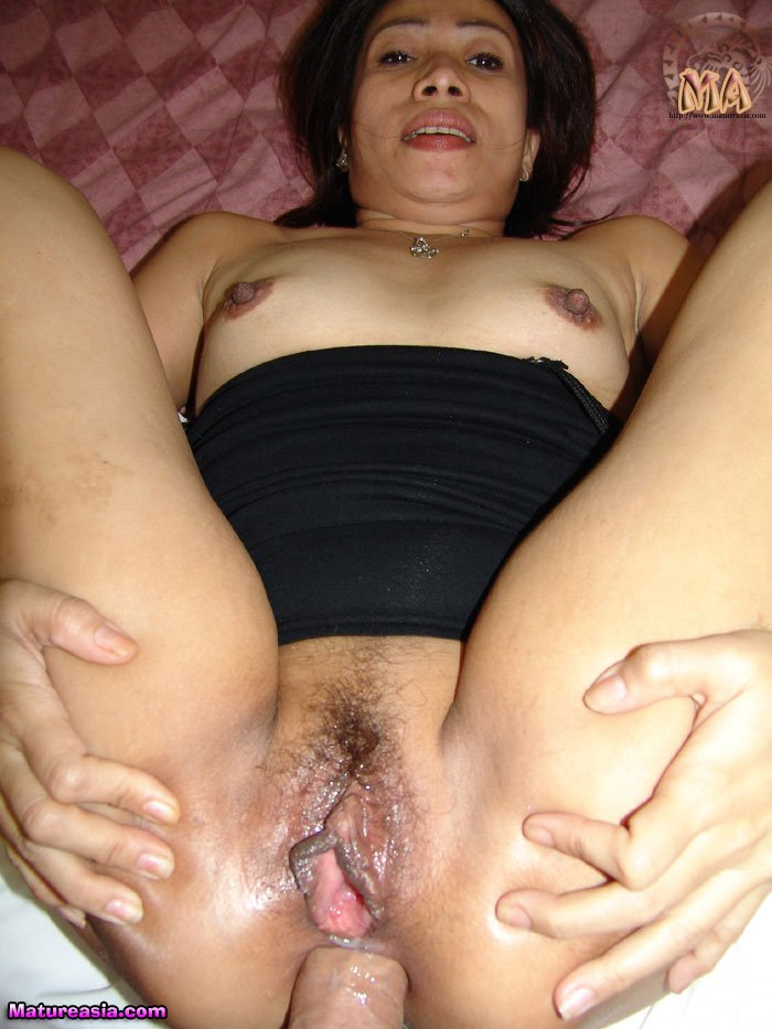 Wife like its hard in her wet pussy