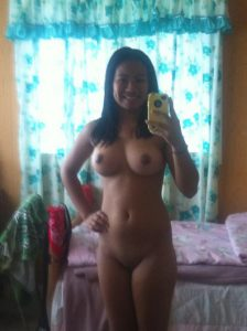 Asian Mom from the 808 area has a smoking hot body takes a selfie
