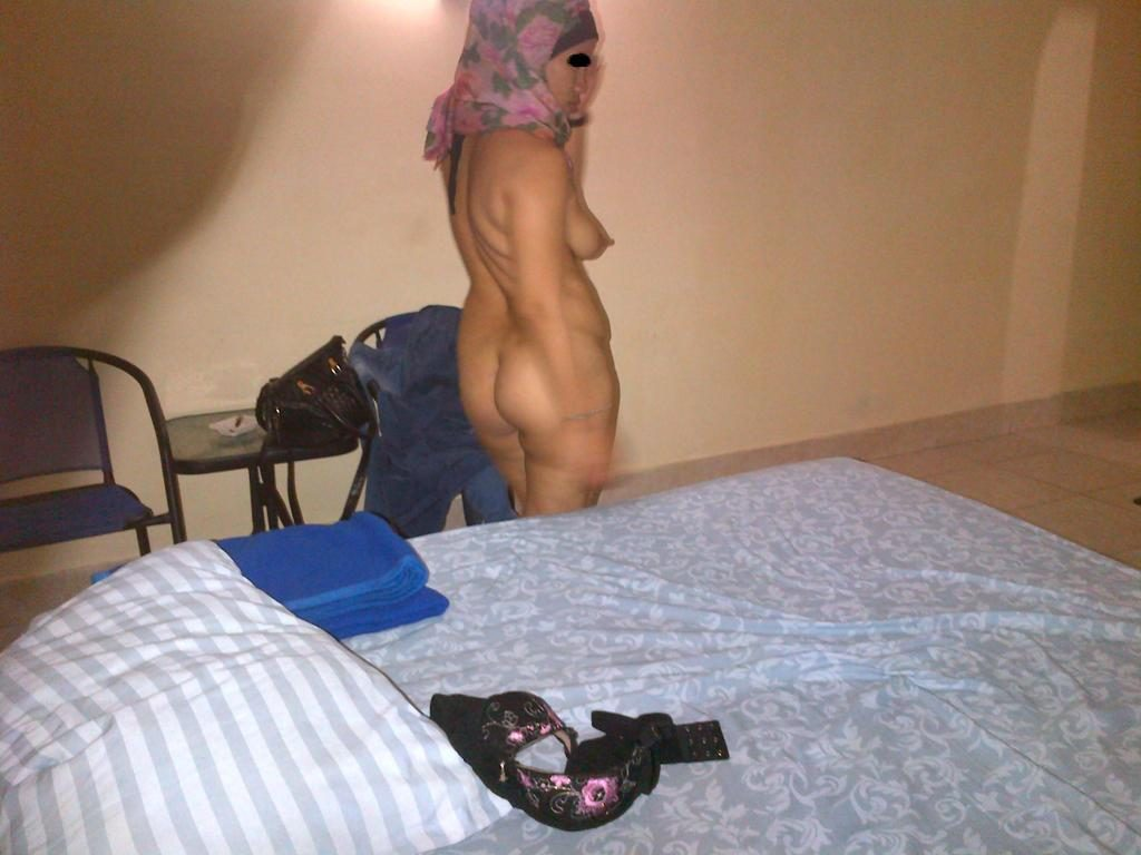 Naked Indonesian wife ready to please her man with hard indo sex