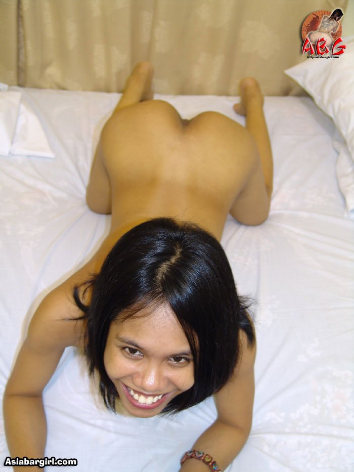 Amateur Filipina on her hands and knees very nice looking LBFM ass