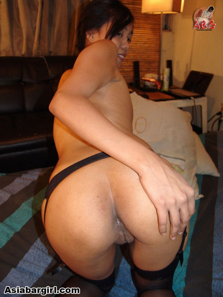 Sexy pinay Sarra is an amateur LBFM with had on her ass