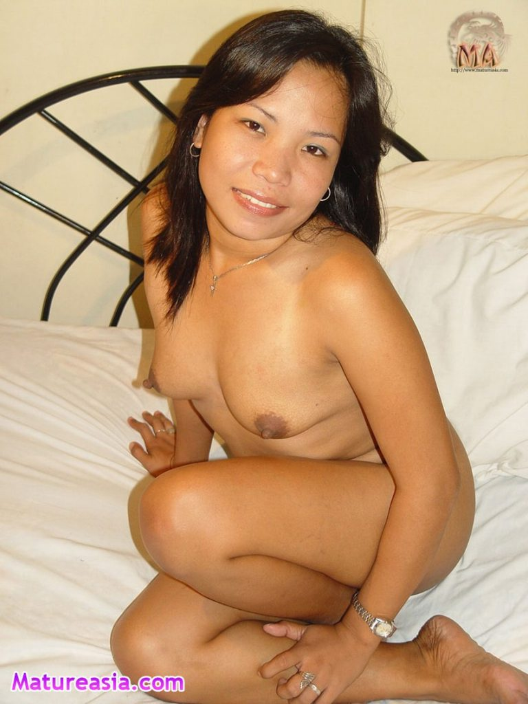 This is Lizle an amateur tiny Filipino mom from the Philippines nude