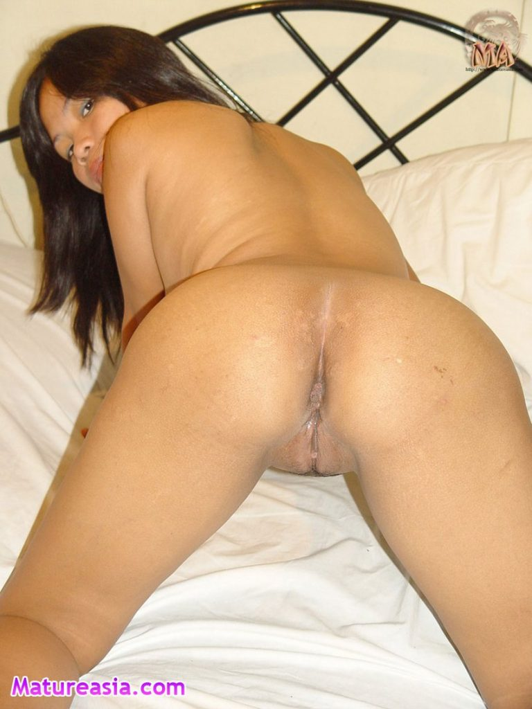Tiny Filipino mom Lizle shows us her petite tight ass ready for sex