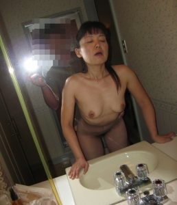 Mature Asian getting mounted from behind while hubby takes a photo