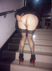 Old mature Asian flashing her asshole on the stairs