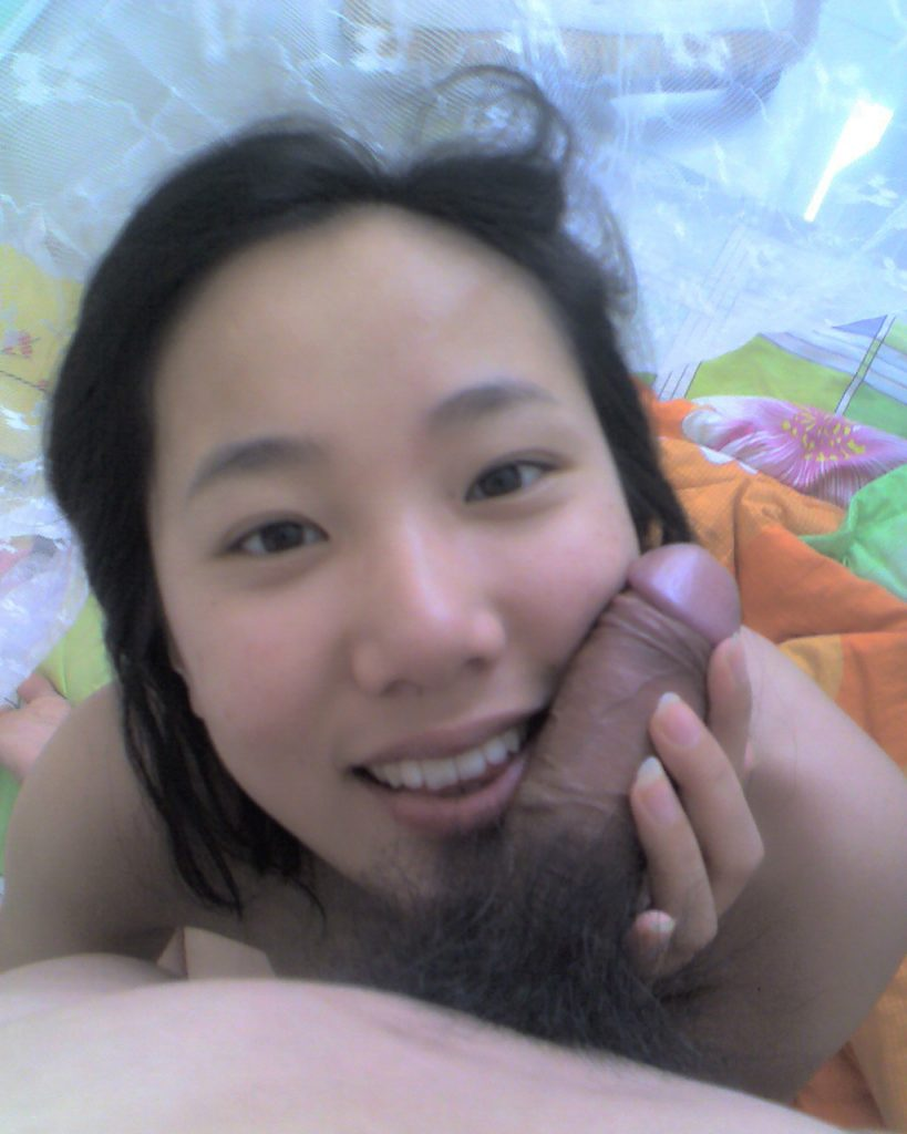 Very cute Chinese wife nude photos